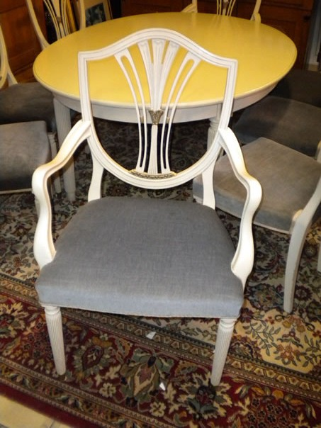 Antikke møbler gustavianske spisestuemøbler